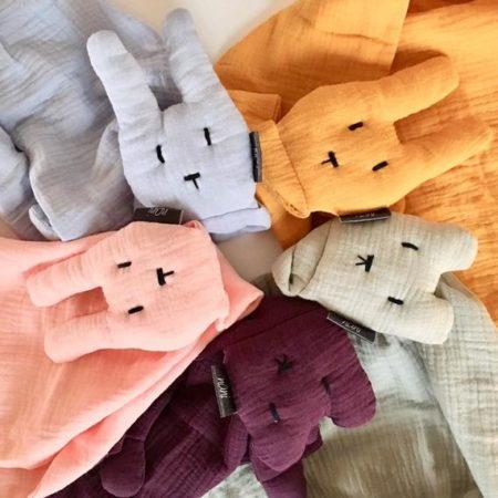 schmusetuch - neue farben 450x450 - Schmusetuch mit Hasen und Bären