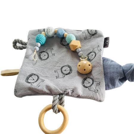 knistertuch - Set Knistertuch Junge 5 450x450 - Set Knistertuch und Schnullerkette für Jungen
