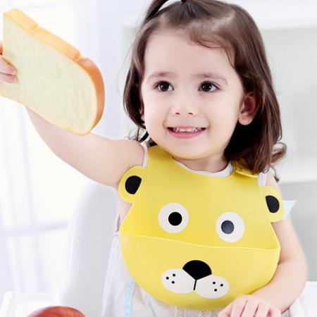 lätzchen - L  we L  tzchen 2 450x450 - Baby Lätzchen aus Silikon – Löwe