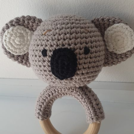 babyrassel - 20200806 174317 450x450 - Gehäkelte Babyrassel Karlo Koala