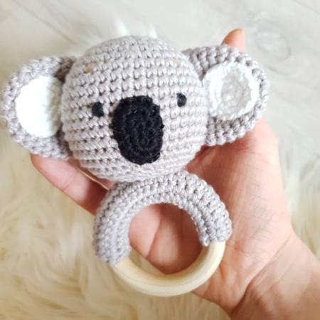 babyrassel - Download 70 450x450 - Gehäkelte Babyrassel Karlo der Koala